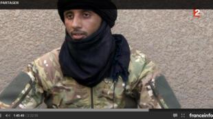 Inkinan Ag Attaher, chef militaire touareg, interrogé par les enquêteurs d'Envoyé spécial (capture d'écran) sur l'assassinat de nos deux collègues de RFI, Ghislaine Dupont et Claude Verlon en novembre 2013.