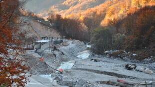 Le chantier d'un barrage contesté sur la Valbona.
