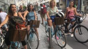 Un groupe de cyclotouristes prêtes pour la Loire à vélo