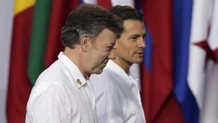 Los presidente de Colombia y México tras hablar con la prensa, el 9 de diciembre de 2014 en Veracruz, México.