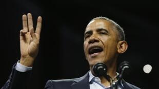 O presidente norte-americano, Barack Obama, em campanha pelo candidato a governador do Estado da Pensilvânia, Tom Wolf, no último domingo (2).