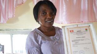 Marguerite Razafindramora, animatrice de l'Association pour le développement de l'énergie solaire dans le quartier à Andohatapenaka, à Antananarivo.