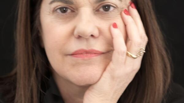 """Patrícia Melo: """"escrevi um 'policial' para poder merecer o rótulo!""""."""