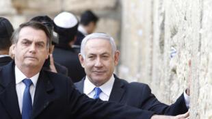 Jair Bolsonaro ao lado de Benjamin Netanyahu no Muro das Lamentações, em Jérusalem, em 1° de abril de 2019.