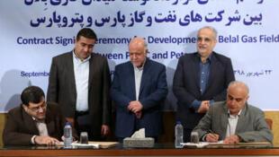 """امضای قرارداد میان  """"شركت نفت و گاز پارس"""" و """"شرکت پتروپارس"""" برای توسعه میدان گازی """"بلال"""". شنبه ٢٣ شهریور/ ۱٤ سپتامبر ٢٠۱٩"""
