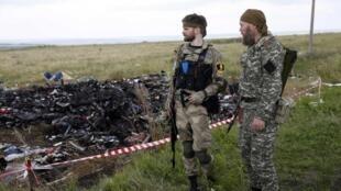 Separatistas pró-russos (foto) teriam perdido o controle de parte da área onde estão os destroços do avião da Malaysia para as forças oficiais.