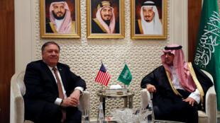 Secretário americano de estado, Mike Pompeo em Riade com o seu homólogo Adel al-Jubeir.
