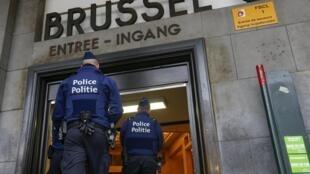 Quarto dia de estado de alerta em Bruxelas nesta terça-feira (24).