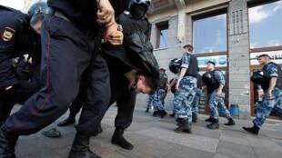 В Москве задержан новый фигурант «московского дела» 30-летний Сергей Суровцев.