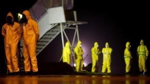 Dịch virus corona Vũ Hán Trung Quốc khiến thế giới bị vạ lây. Trong ảnh là các công dân Brazil được di tản từ Vũ Hán đến căn cứ Không quân Anapolis ngày 09/02/2020.