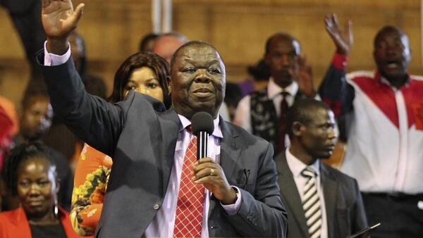 Morgan Tsvangirai addresses members of his opposition Movement For Democratic Change (MDC) party in Harare, 31 October 2014.