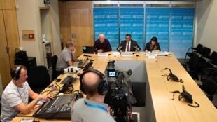 Conférence de presse de l'OMS à Genève, le 16 mars 2020. Au centre, Tedros Adhanom Ghebreyesus, directeur général de l'organisation.
