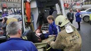Explosão no metrô de São Petersburgo deixa ao menos 10 mortos.