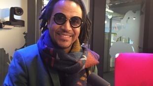 """Léo Cruz faz parte do trio Vinilé, que está lançando o CD """"De Todo Lado""""."""