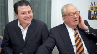 Эрик Дилли (на фото — слева, вместе с Ж.-М.Ле Пеном) критикует Марин Ле Пен за отход от партийных «традиций» и нежелание исправлять ошибки и слушать критику