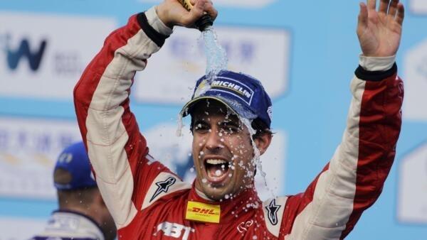 Lucas di Grassi estava em terceiro mas conseguiu a vitória.