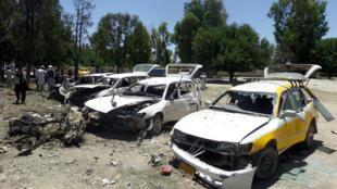 Des véhicules endommagés par l'attentat à la voiture piégée qui a fait au moins 13 morts samedi 27 mai à Khost dans l'est de l'Afghanistan.