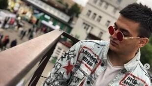 Гособвинение запросило 3,5 года для фигуранта «московского дела» Самариддина Раджабова. Он бросил пластиковую бутылку в сторону полицейских, но ни в кого не попал