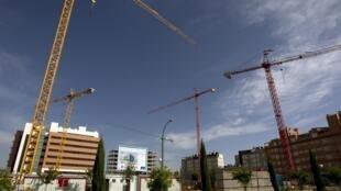 Quartier en construction dans une banlieue résidentielle de Madrid. De nombreux chantiers sont en panne après l'explosion de la bulle immobilière en 2008.