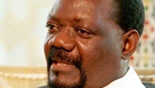 Unita com dificuldades financeiras para organizar funerais do líder histórico, Savimbi