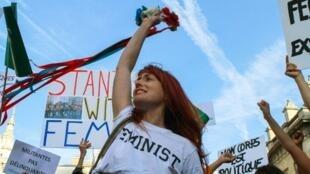 Một cuộc tuần hành của phong trào đòi bảo vệ quyền phụ nữ.
