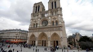 Nhà thờ Đức Bà Paris, Notre-Dame de Paris. Ảnh chụp ngày 08/02/2013.