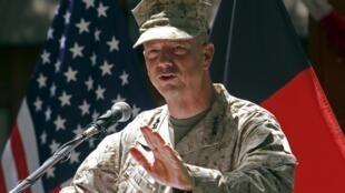 O comandante norte-americano da OTAN no Afeganistão, John Allen (foto), também está sendo investigado no escândalo envolvendo o ex-diretor da CIA, David Petraeus.