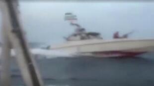 Một video cho thấy một tàu Iran cặp sát chiếc tàu Anh hôm 19/07/2019.
