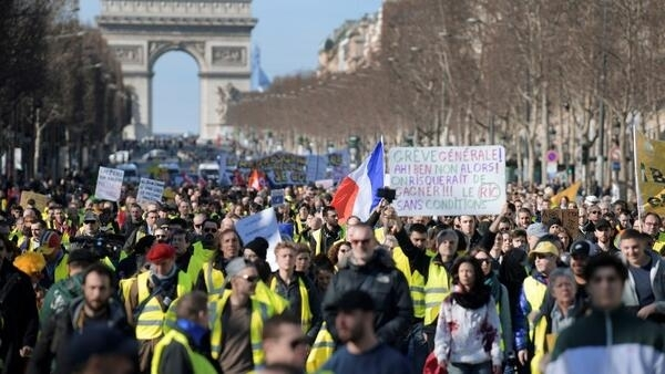 Los 'chalecos amarillos' en París, Campos Elíseos, 17 de febrero de 2019.
