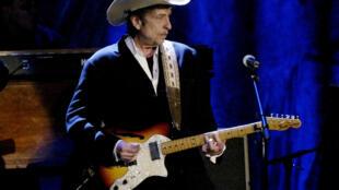 O cantor e compositor americano Bob Dylan foi recompensado com o Nobel da Literatura na quinta-feira (13).