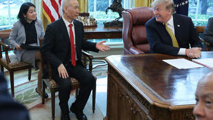 2019年4月4日,美国总统特朗普在白宫与代表中国参加中美贸易谈判国务院副总理刘鹤会晤。
