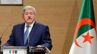 احمد اویحیی نخستوزیر پیشین الجزایر خواستار استعفای بوتفلیقه شده است