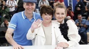 Лариса Садилова (в центре) и актеры ее фильма «Однажды в Трубчевске» — Егор Баринов и Кристина Шнайдер