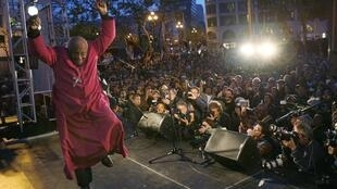 South African Nobel Peace Prize laureate Archbishop Desmond Tutu dances off  after speaking at a pro-Tibet rally in 2008