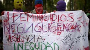 Mexico, le 8 mars 2017, journée mondiale des droits des femmes: sur cette banderole sont dénoncés les féminicides, les inégalités et la violence.