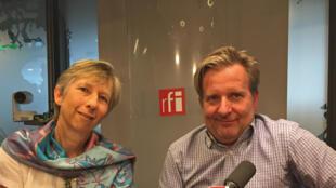 Pour Elisabeth Borrel, la veuve du juge Borrel (à gauche) et David Servenay (à droite), l'auteur de l'enquête, la bande dessinée permet de reconstituer certains pans d'un dossier complexe.