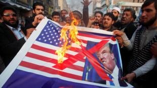 Dân Pakistan biểu tình chống chính quyền Trump tại Peshawar, Pakistan ngày 05/01/2018