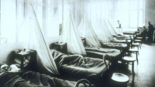 Trạm quân y số 45 tại Aix-Les-Bains, Pháp. Binh sĩ Mỹ đến từ căn cứ American Expeditionary Force là nạn nhân của dịch cúm năm 1918.