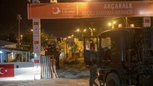 Турецкие военные на границе с Сирией 8 октября
