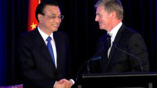 Thủ tướng Trung Quốc Lý Khắc Cường (trái) và người đồng cấp New Zealand, Bill English tại Wellington ngày 27/03/2017.