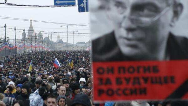 Manifestação de 1 de março, em homenagem, ao opositor russo, Boris Nemtsov, assassinado,  perto de Cremlin, em Moscovo