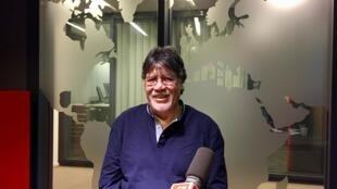 L'écrivain chilien Luis Sepulveda en studio à RFI (octobre 2019).