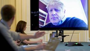 Boris Johnson preside por videoconferencia la reunión diaria sobre la crisis del coronavirus, el 28 de marzo de 2020 en el número 10 de Downing Street, en Londres