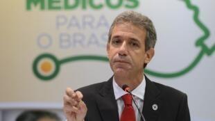 O ministro brasileiro da Saúde, Arthur Chioro, tentou tranquilizar a população diante da epidemia de ebola.