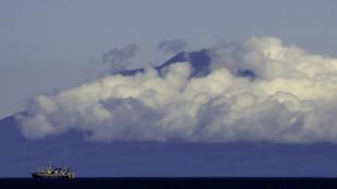 Núi lửa Tyatya nằm ở đông bắc đảo Kunashir, phía nam quần đảo Kuril đang có tranh chấp giữa Nga và Nhật Bản. Ảnh chụp ngày 14/09/2015.