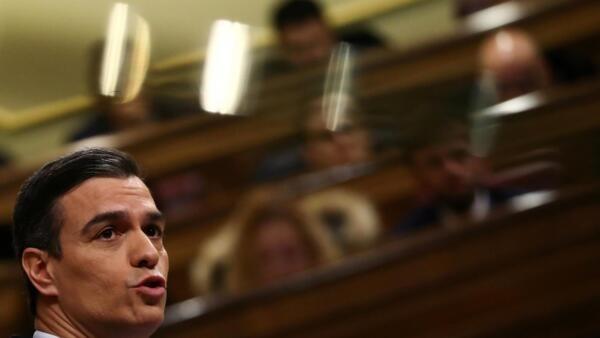 El presidente del gobierno español, Pedro Sánchez, durante el debate parlamentario en Madrid. 4 de enero de 2020.