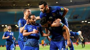 Les joueurs d'Al-Ahly célébre le but de Walid Azarou qui donne au club égyptien la victoire face à l'Espérance de Tunis, et la première place du groupe A.