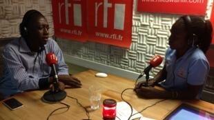Natty OJ akiwa katika studio za Rfi kiswahili