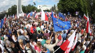Biểu tình trước nghị viện tại Vacxava, Ba Lan, ngày 16/07/2017.