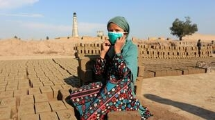 ننگرهار - دولت افغانستان توزیع ماسک را در کشور ادامه میدهد
